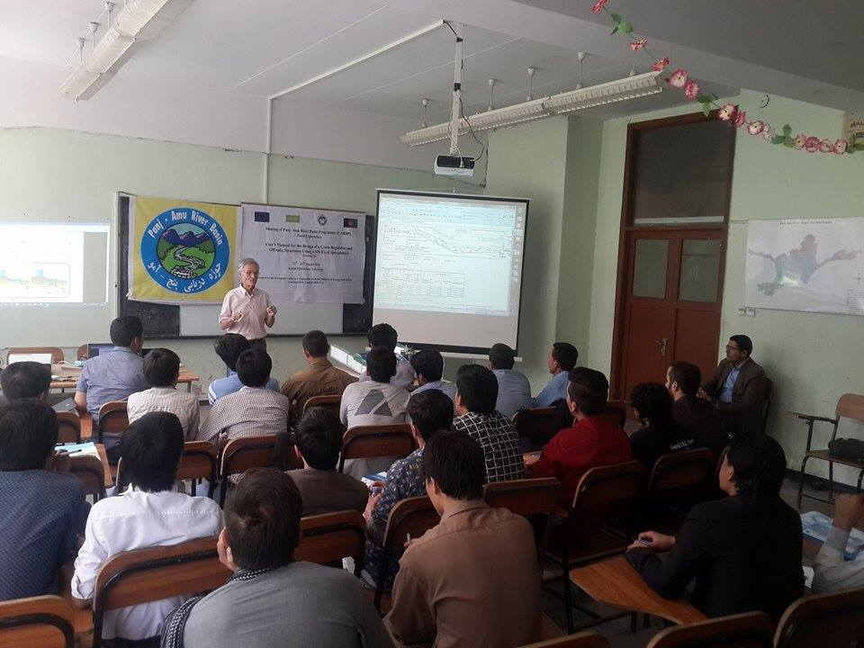 Dr. Claude de Patoul, team leader for the Panj Amu River Basin Programme during the training.