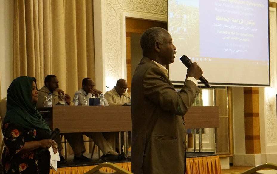 Landell Mills' Chief Technical Advisor, Abdul Hamid Rhametalla giving a presentation