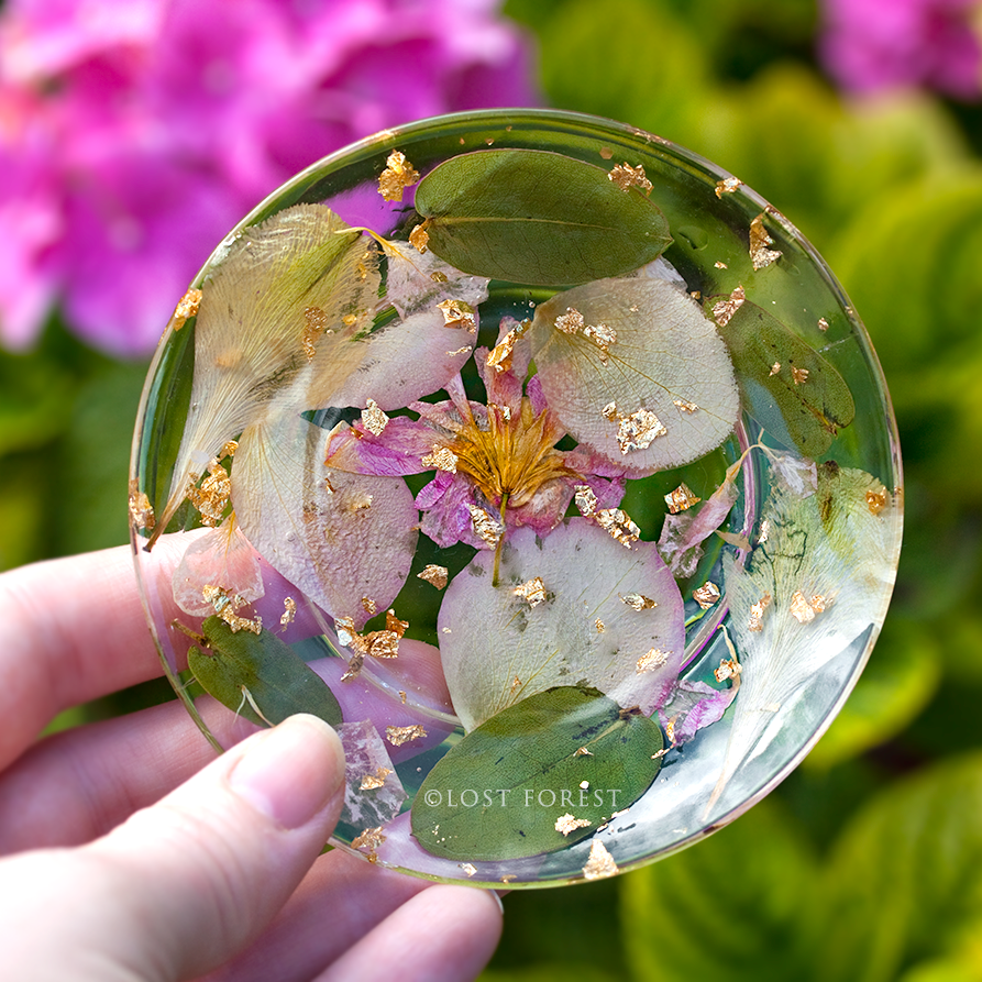custom Puddle plate: wedding bouquet flowers - I toiled with how I'd preserve my bouquet after our wedding. I wanted something practical and meaningful; that wouldn't look