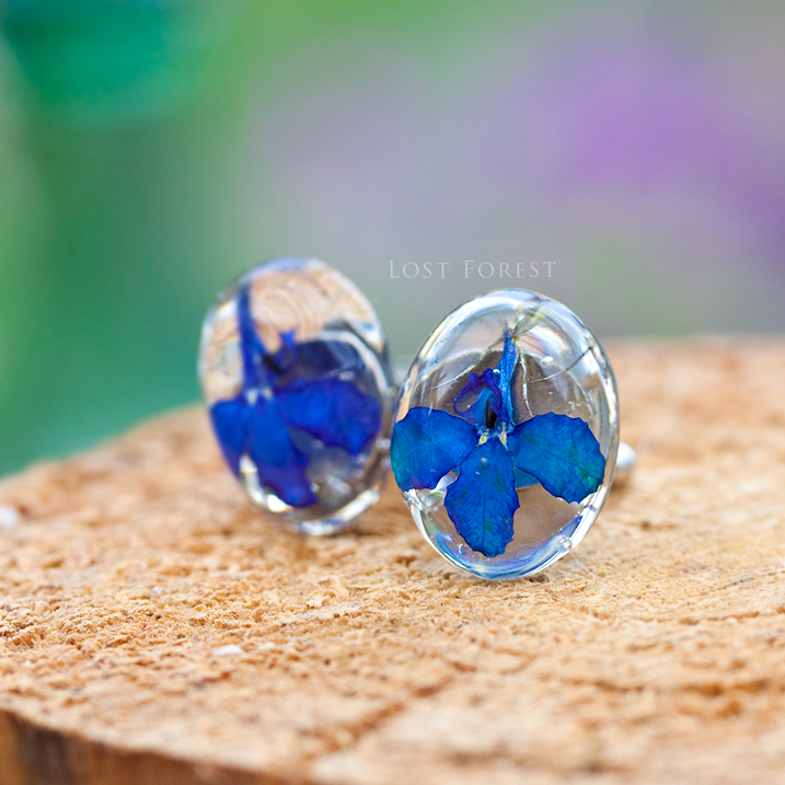 Custom cufflinks: lobelia pebbles for a groom - I wanted to write, first of all, to thank you for the beautifully created cufflinks for my future husband; I had to show him as an early wedding present, as he was going to purchase some cufflinks himself! He loved them so much that he has asked if I could buy another similar pair for his best man.- Olivia, United Kingdom