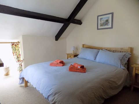 Barn Cottage bedroom 2 June 2017.jpg