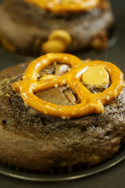Peanut Butter Pretzel Cupcakes 02