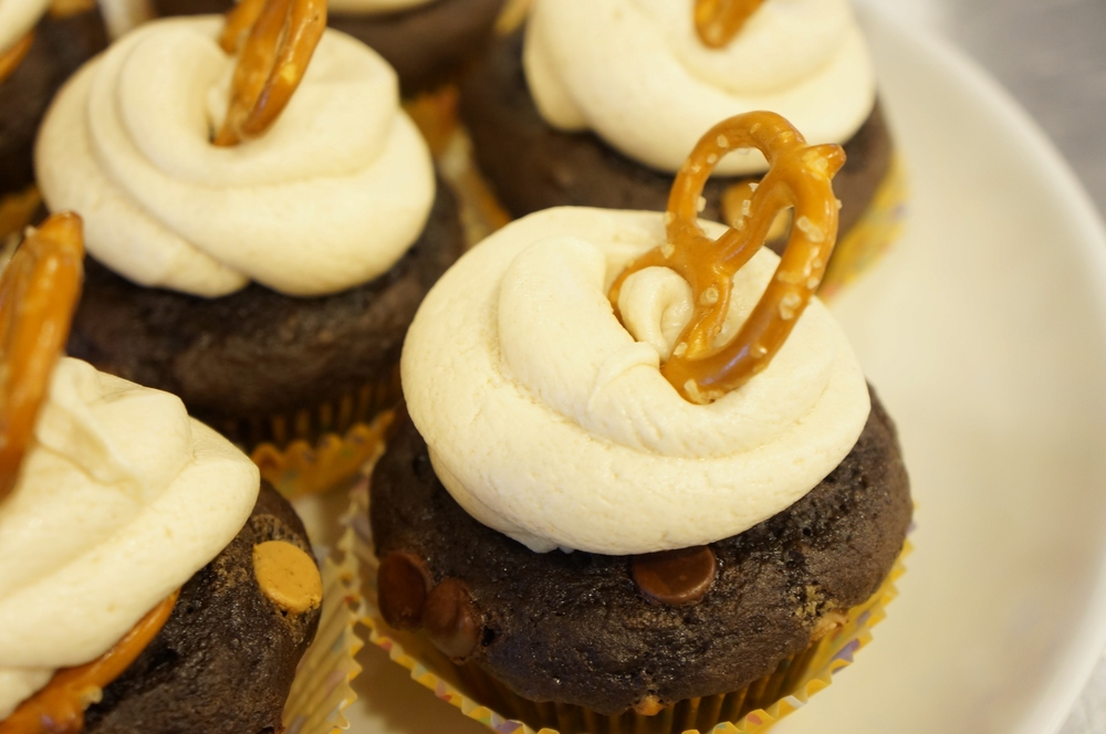 Peanut Butter Pretzel Cupcakes 03