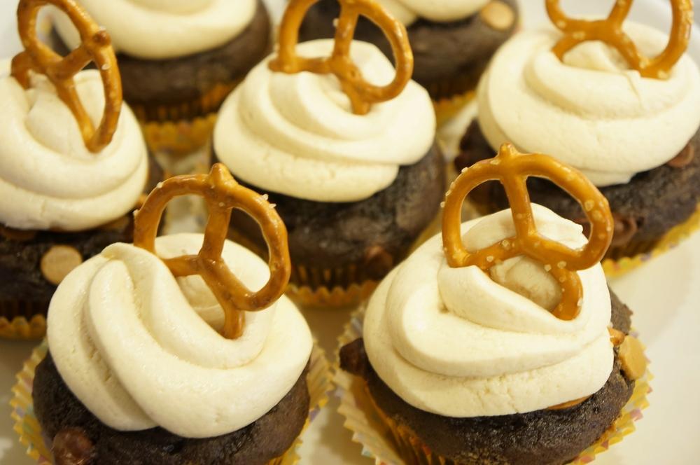 Peanut Butter Pretzel Cupcakes 04