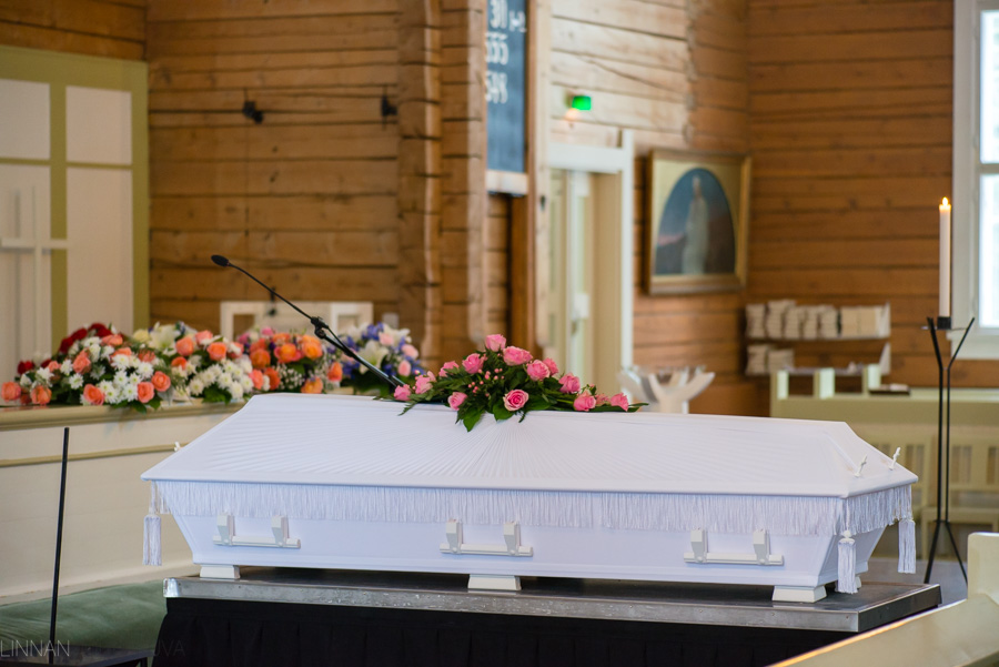 hautajaiskuvaus-oulu-linnanjuhlakuva-2.jpg