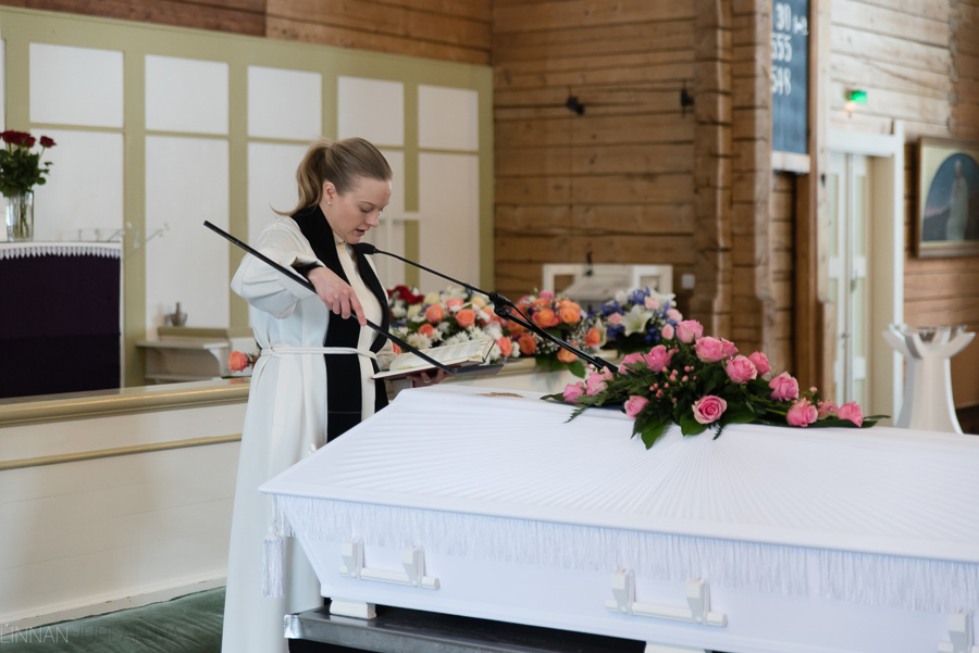 hautajaiskuvaus-oulu-linnanjuhlakuva-11.jpg