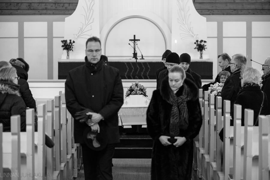 hautajaiskuvaus-oulu-linnanjuhlakuva-16.jpg