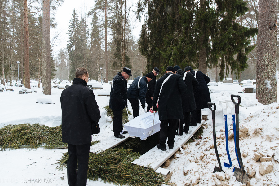 hautajaiskuvaus-oulu-linnanjuhlakuva-21.jpg