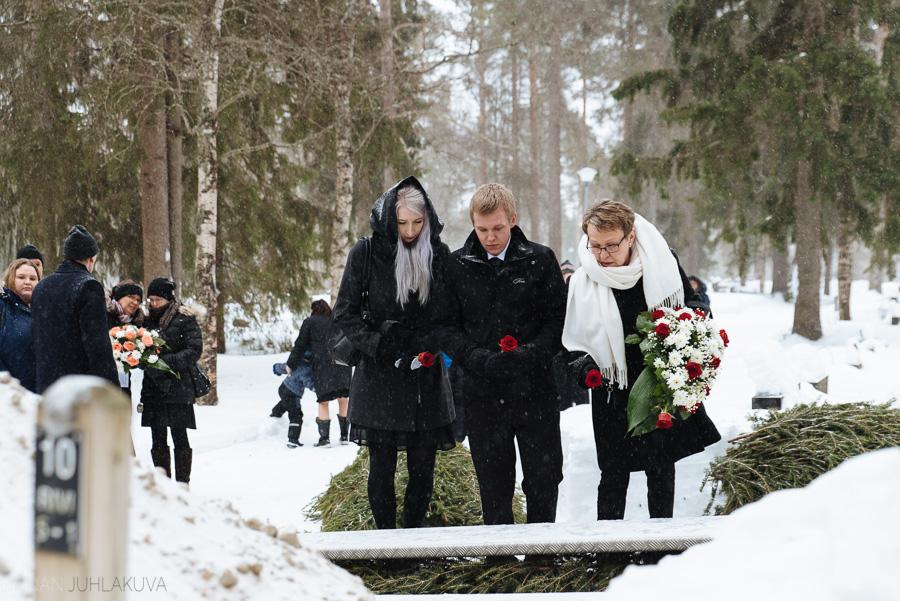 hautajaiskuvaus-oulu-linnanjuhlakuva-23.jpg