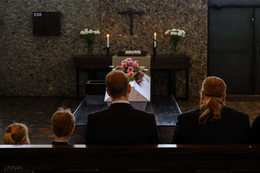 hautajaiskuvaus-linnan-juhlakuva-2.jpg