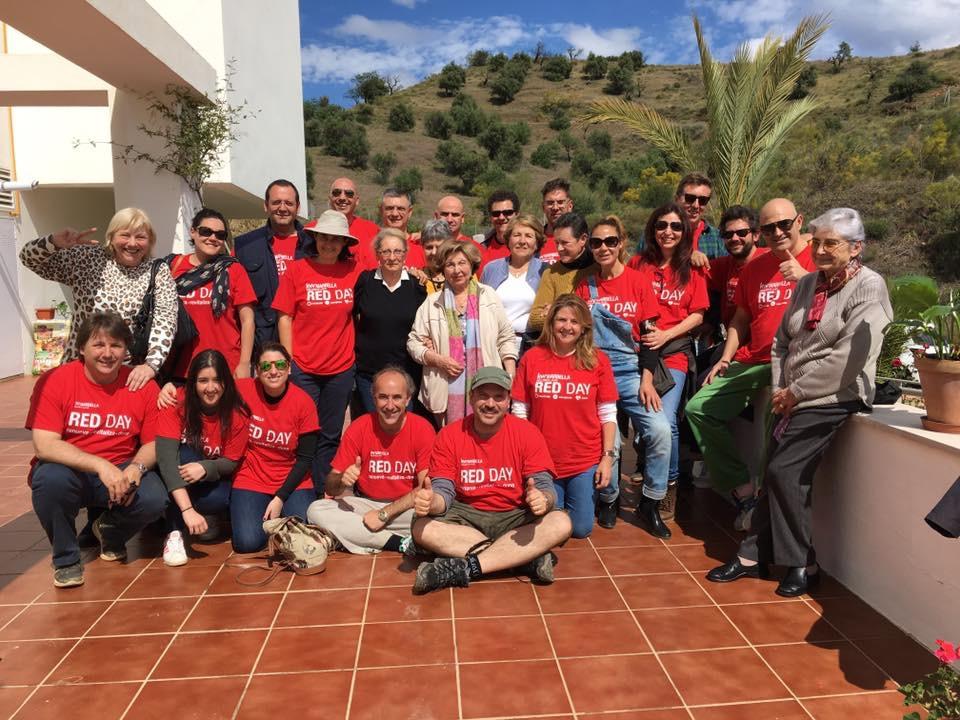 Juan Camarero junto a sus compañeros en RED DAY, el día especial en que todos los Asociados de KW donan sus horas de trabajo a causas sociales.