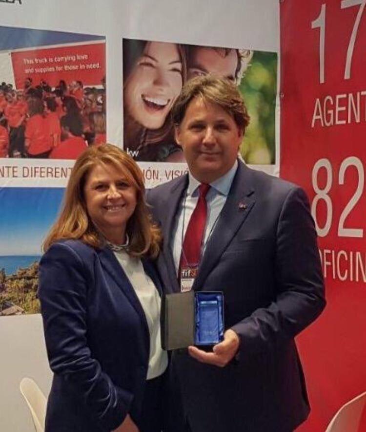 Leonardo Cromstedt y Rocío Lavigne, tras recibir el Premio en FIFSUR.