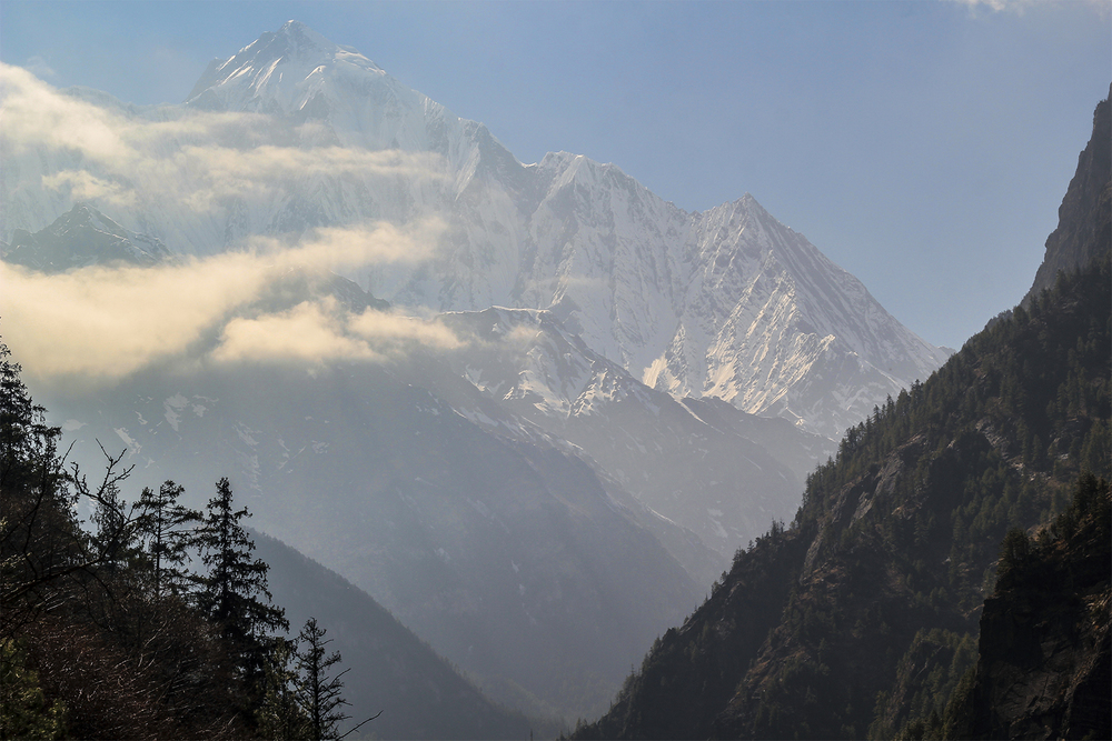 Mt Everest. Photo by  @bennettfilm