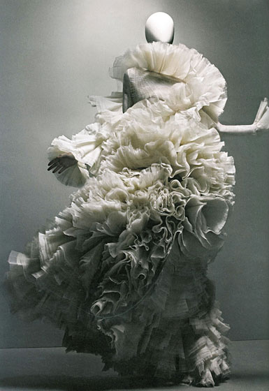 20110407_alexandermcqueenbook-whiteruffledress