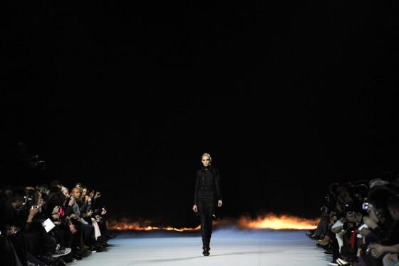 Kanye+West+Show+Runway+Paris+Fashion+Week+lxp1-5v3NxKl-560x373.jpg