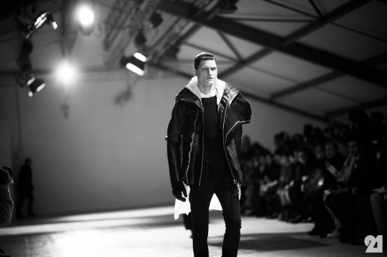 3312-Le-21eme-Adam-Katz-Sinding-Jakub-Nowocien-Backstage-at-Boris-Bidjan-Saberi-Paris-Mens-Fashion-Week-Fall-Winter-2013-2014_AKS5233-560x372.jpg