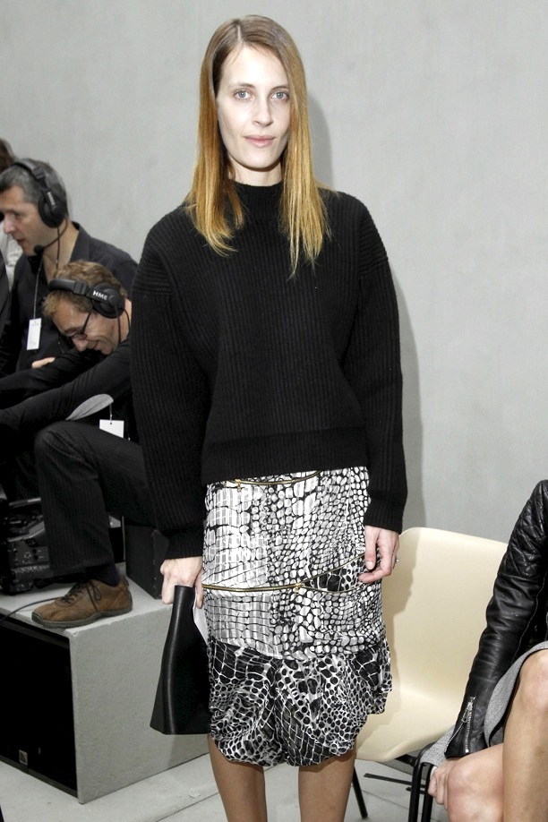 BALENCIAGA-SPRING-SUMMER-SS-2013-SHOW-COLLECTION-VANESSA-TRAINA-OVERSIZED-CHUNKY-KNIT-SWEATER-BLACK-AND-WHITE-PRINT-SHIRT-LEATHER-CLUTCH