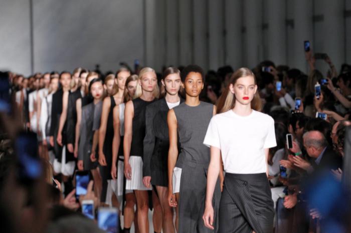 image: fashionbombdaily