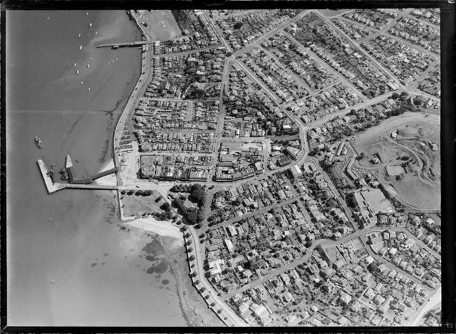 Photo from National Library Whites Aviation collection   Date:  10 Apr 1952      From:  Whites Aviation Ltd :Photographs      Ref:  WA-30496-G