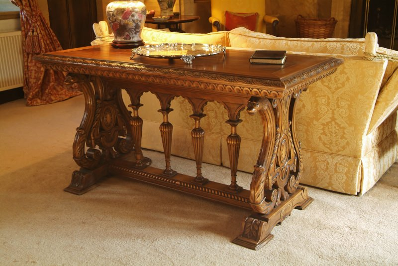 Renaissance Table made hand carved in oak