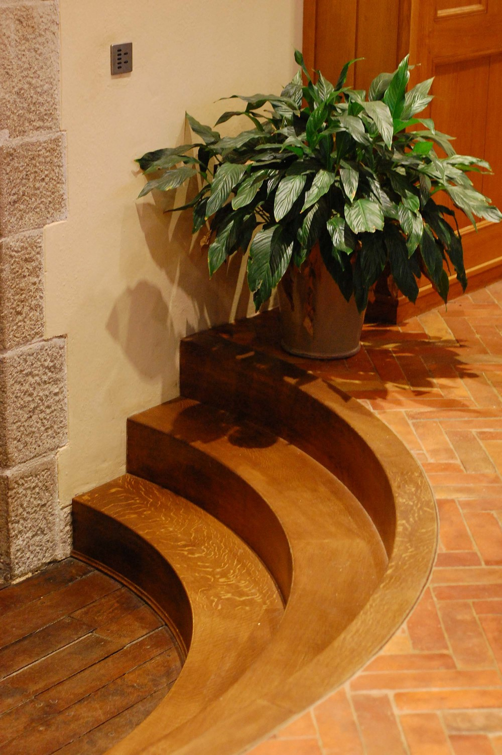 12 Hand made bespoke solid oak curved steps made with beautiful quartersawn oak.JPG