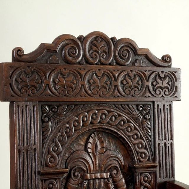Beautiful #handcarved joined arm chair. A pair of these were made for a recent commission along side a suite of #Tudor style #oak #furniture #woodworking #handcrafted  #interiors #joinery #wainscotchair #englishhome #englishstyle #countrylife #countryhouse #interiors #interiordesign #architecturalphotography