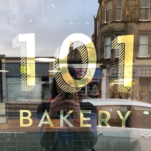 ⭐️Oh 2018! ⭐️ @101.bakery became a thing and I have a SHOP and I tiled that bar and it's my greatest achievement to date. HAPPY HOGMANAY WONDERFUL PEOPLE! ⭐️⭐️⭐️
