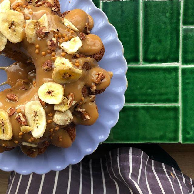 Banana, caramel & pecan bundt yesyesyes 🍌🍌🍌