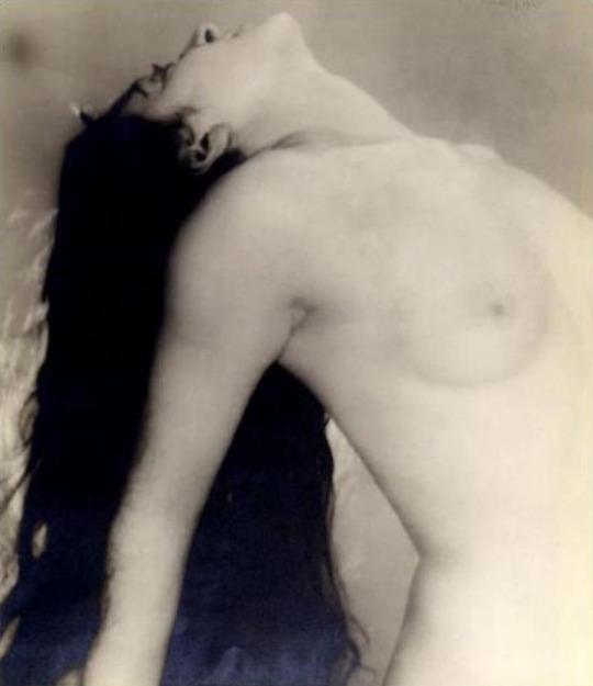 Grand nu renversé en arrière 1923 Man Rayvia artstack