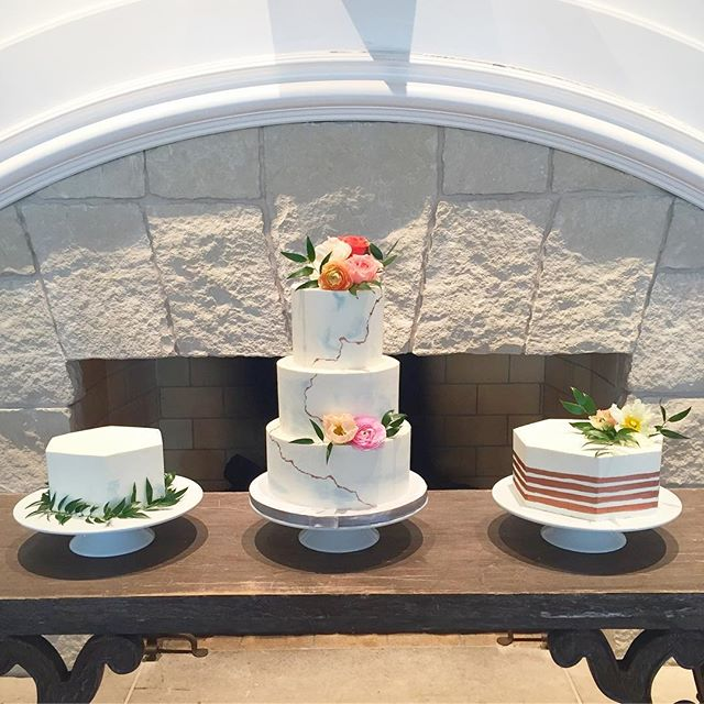 Watercolor, stripes and marble, oh my! #abcdcakes #abcdcakemake #charleston #charlestonwedding #charlestonbride #charlestoncake #charlestonbakery #charlestonbakes #buttercream #watercolor #marble #stripes #weddingcake #weddingdesserts #kiawahisland #bestdayever #chseats #holycityeats #girlboss #letthemeatcake