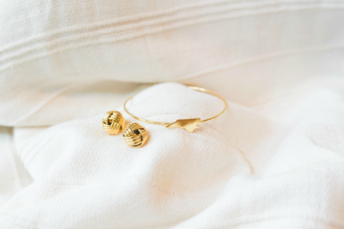 """Lille"" Knot Studs + Metal State Bangle 