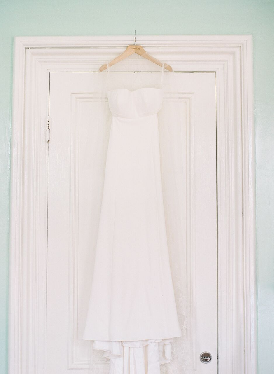 Blairs stunning wedding dress is  Vera Wang  via  Alexia's  .