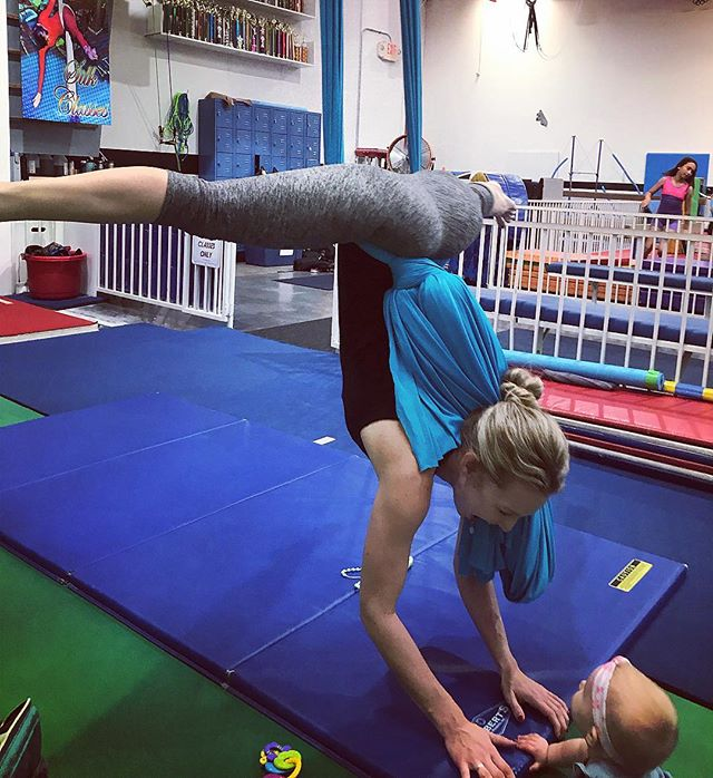 It felt so great to be back on the silk again yesterday. Baby Lily wasn't quite sure about it but this mama was very happy! Doing all my favorite things during my visit to CA. I ❤️ @hugosgymfitness  #aerialsilks #lilyrose