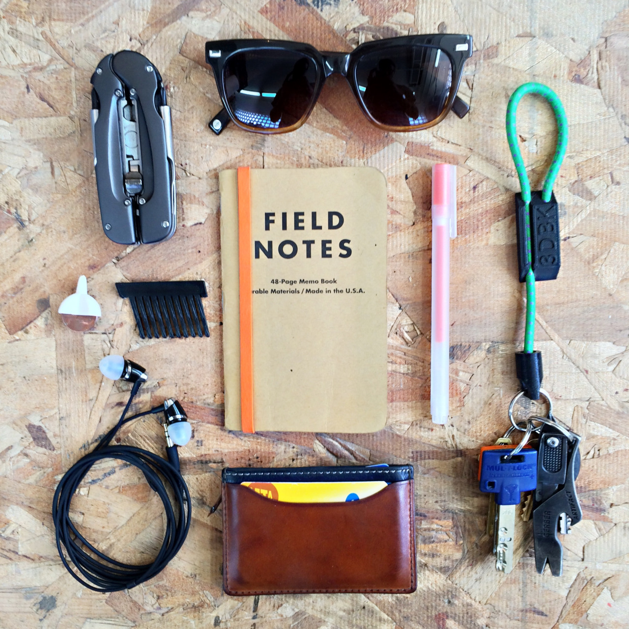 everydaycarry: Gerber Balance Multitool ($42) Warby Parker Winston Sunglasses ($95+) 3DBrooklyn Bungee Carabiner ($11) Gerber Artifact ($10) 3DBrooklyn Spinning Top Business Card 3DBrooklyn Pocket Comb Field Notes Notebook ($4) Muji Pen ($2) Klipsch Image S4 ($70) Jack Spade Mitchell Card Holder ($78) Designer/Creator, 3DBrooklyn in NYC, NY Read More