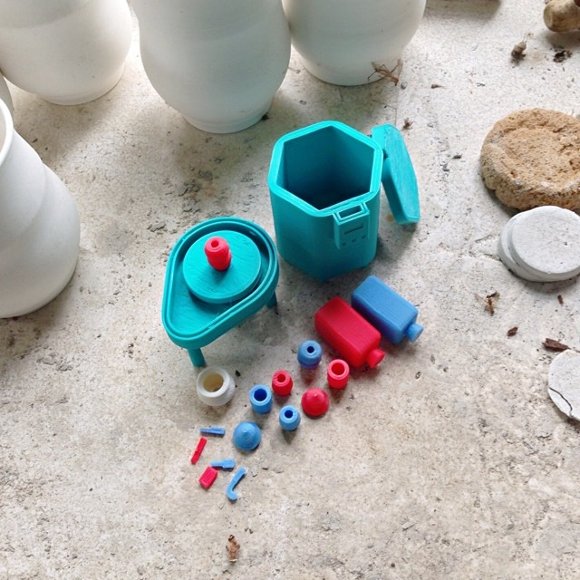 Mini pottery playset I made for my sister @seabrightstudio a while ago. With spinning wheel and all the little pieces fit in the kiln #3DPrinted #3DPrinting #Toy #Ceramic #Ceramics #Pottery #ProductDesign #Playset