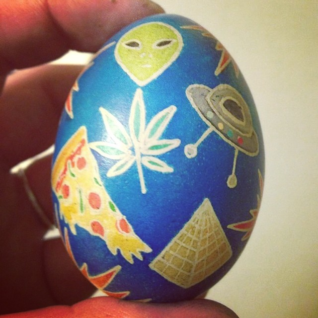 My sister raises her chickens, they make her eggs, and she makes them even better. This one was made just for me. See more of her work at @seabrightstudio  #not3Dprinting #pysanky