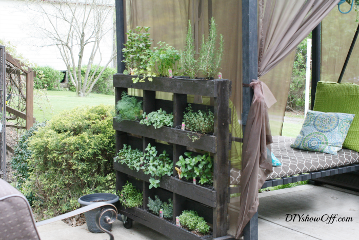 freestanding-pallet-planter.png