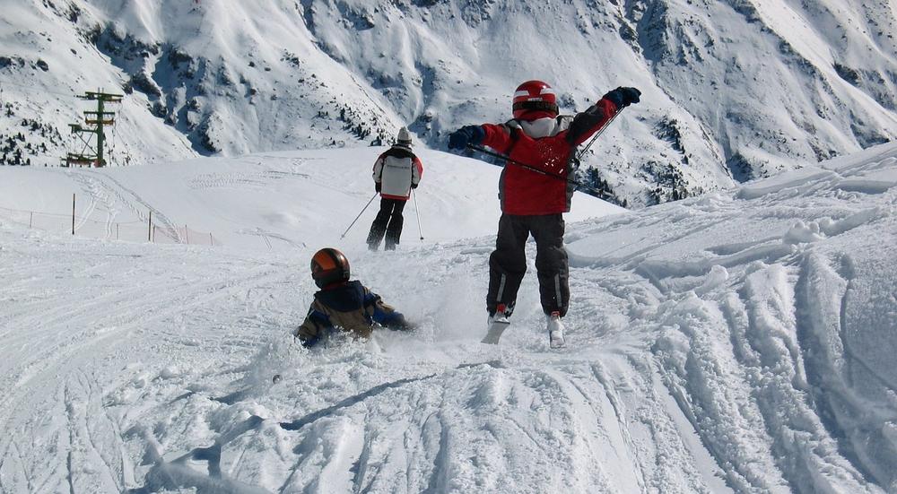 skiers-1651849_1280.png