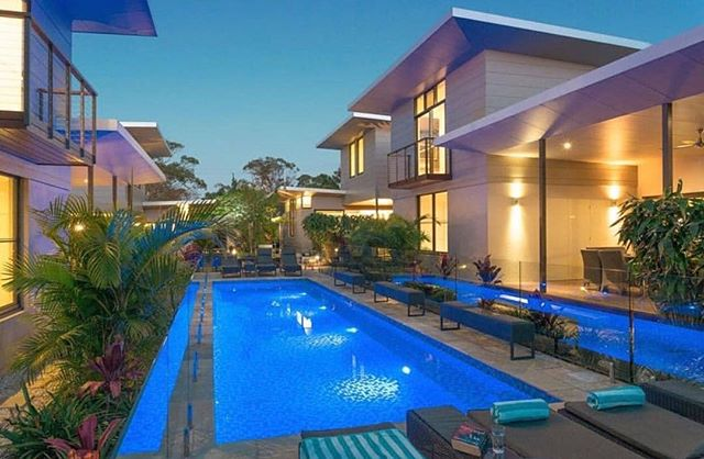 WIN a 5 night stay at @byronluxurybeachhouses at this year's Gold Coast Star Ball! ✨ For something truly unforgettable, experience these gorgeous split-level Beach Houses for the ultimate secluded hideaway #starlightau #thestargoldcoast #starlightfoundation #starballgc