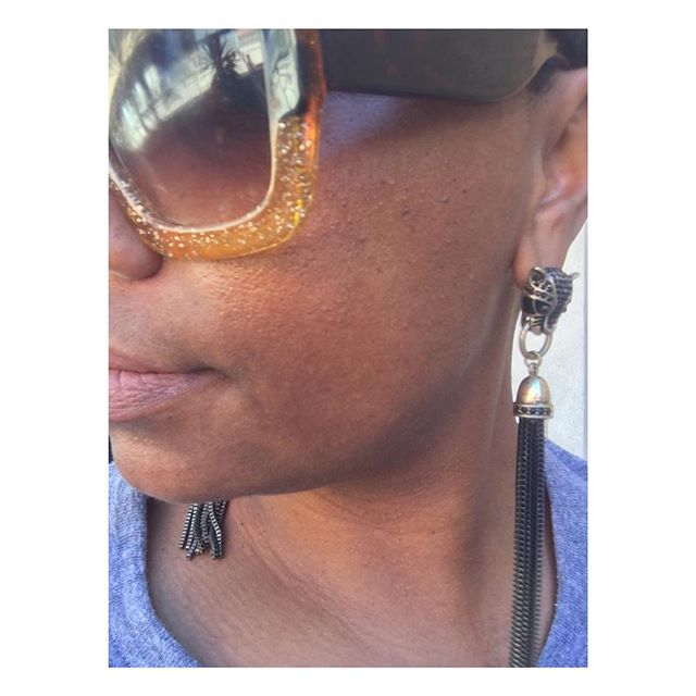 Today's butterfly is working to elevate her presence in biotech. If you feel a rumble today, it's from her power brought to you by Black Panther earrings. 🙌🏾🦋 #thenewlookofleadership #butterfly #lesstimeinfrontofthemirror #moretimeinfrontofthetable #leadership #yesqueen #sheleads