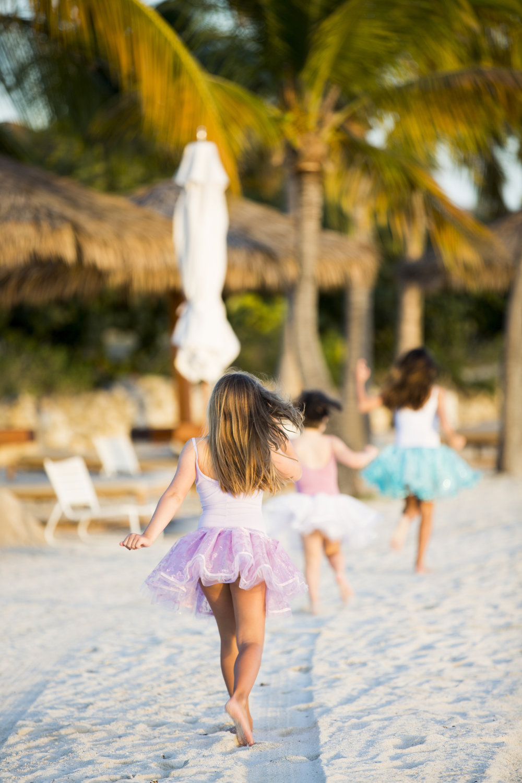 girlsrunning.jpg