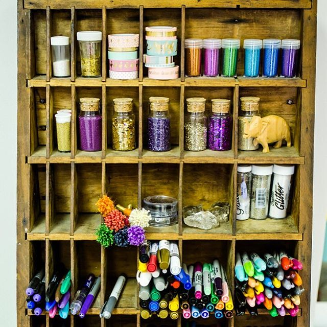 The Craftivate mantra is #everyoneiscreative , including you!!!! The perfect thing to remember on #nationalcreativityday 👩🏻‍🎨🎨 . . . . . #craftivatect #vintagefind #iheartart #igersct #kidscrafts #creativeminds #creativityfound #wallingfordct #crafttherapy #wallingfordsmallbusiness #craftymom #ilovecrafting #craftylife #creatorsclass #makersvillage #handmadeisbetter #glitterinmyveins #isweatglitter