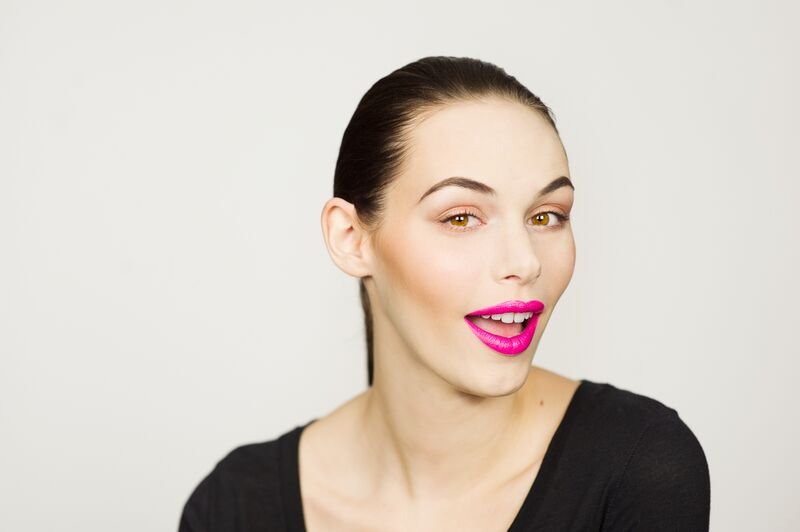 bb cream in light .highlight contour duo & liquid illuminator in champagne . eclipse liquid eyeshadow . liquid lipstick in electric pink