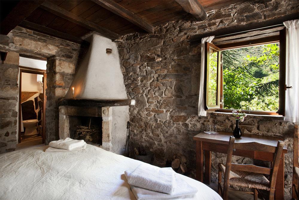 Milia-Large-rooms-accommodation-3.jpg