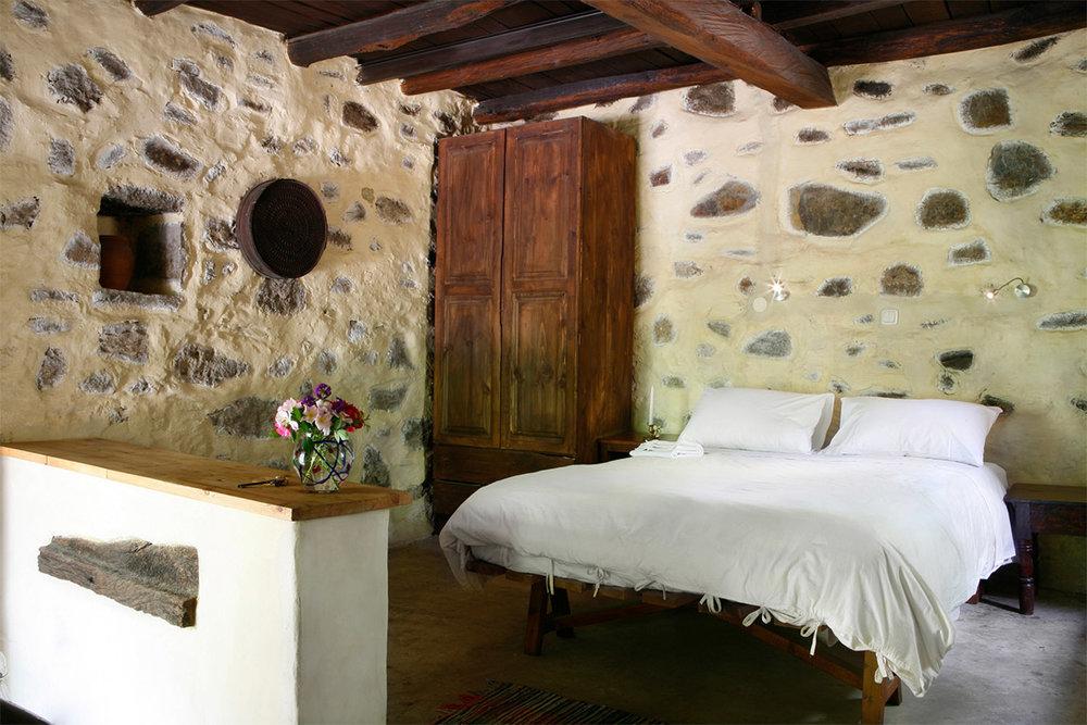 Milia-Large-rooms-accommodation-2.jpg
