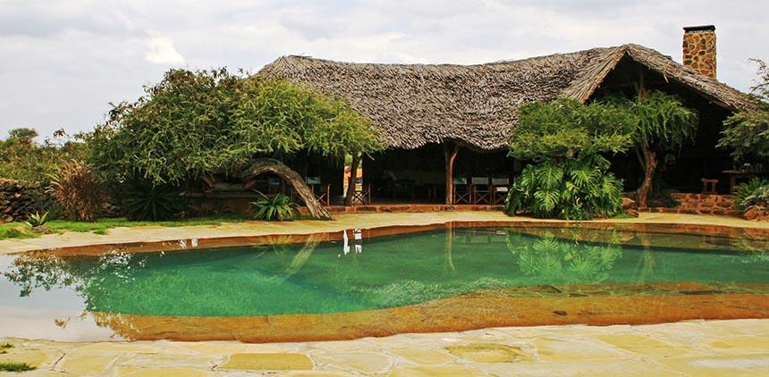 Sosian_Lodge_and_pool_house.JPG