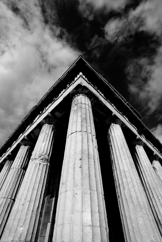 Mono corner columns of Temple of Hephaistos.jpg