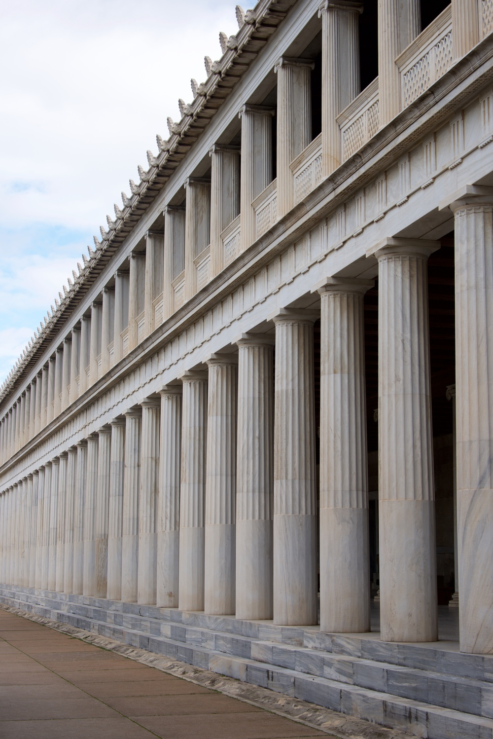 Two marble colonnades of Stoa of Attalos.jpg