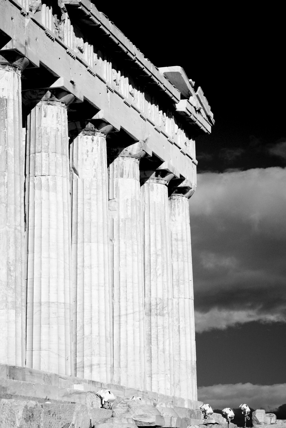 Mono Parthenon colonnade and entablature with floodlights.jpg
