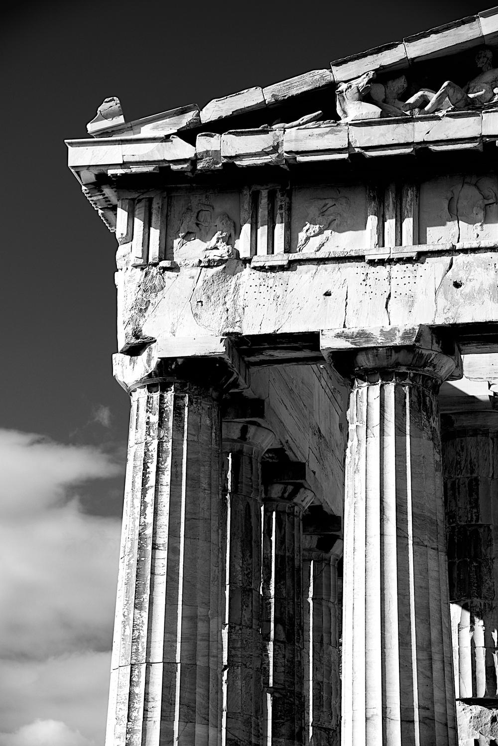Mono marble columns and pediment of Parthenon.jpg